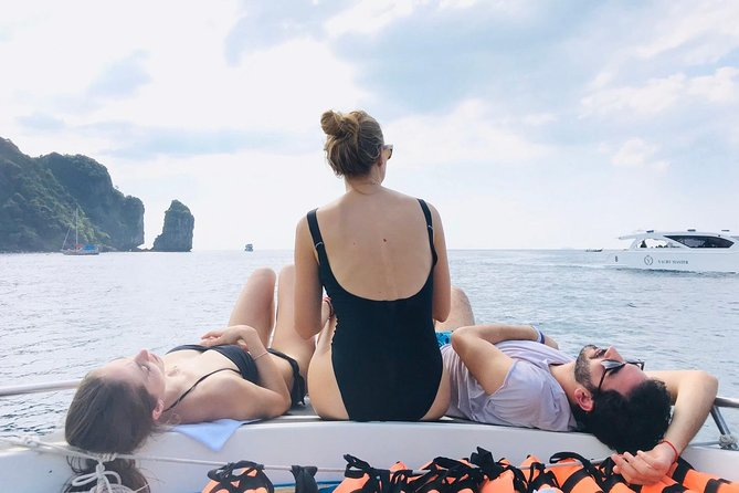 Phi Phi island tour is an indispensable tour program for those who come on holiday to phuket. <br>Highlights: Snorkeling above coral reefs with colorful fishes and witness marine life, Phi Phi Viewpoint with unique scenery, Maiton island, Khai island and other attraction spots. <br>Our tour is the best tour offered in Phuket in terms of price performance. We provide you an amazing day with affordable price.<br>During the tour with our experienced guide and tour team, we will do our best to provide you a better and safety holiday adventure