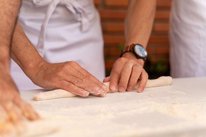 Private pasta-making class at a Cesarina's home with tasting in Chianti, Chianti, ITALIA