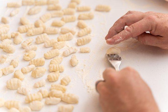 Private Pasta & Tiramisu Class at a local's home with tasting in Bologna, Bolonia, ITALIA