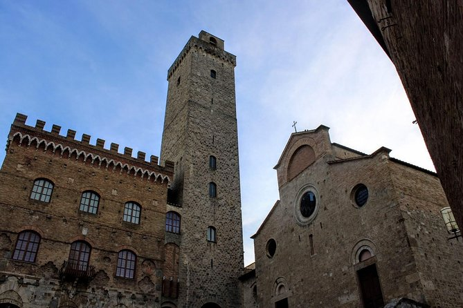 If you are an art lover or you simply want to discover the best masterpieces in San Gimignano, you can't miss this tour!