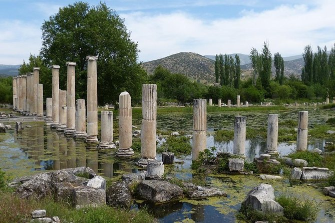 Visit two popular tourist attractions in Pamukkale- Denizli. Aphrodisias and the Cable Car. Aphrodisias is an antique city where you will find some of the most beautiful samples of Roman sculptures.
