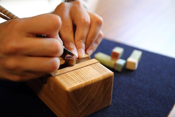 Let's make your original stamp with your name in Chinese characters, in luxury atmosphere surrounded by historical paintings, books and ceramics.<br><br>Seal Engraving is originally a culture from China B.C., to carve characters on stones. Zen Master Dokuryu Shoeki has brought it to Japan during late Ming Dynasty.<br><br>You do not have to worry even you do not know how to write one or which character to pick since Seal Engraving expert will teach you from the beginning. You may rely even for difficult finishing work.<br>Stamp you create can be used right away of course you may bring them home with you.<br><br>Let's experience Seal Engraving of great Zen Master Dokuryu Shoeki, in Gokyo Bunko Museum surrounded by beautiful work of art, after crossing Kintaikyo-Bridge.