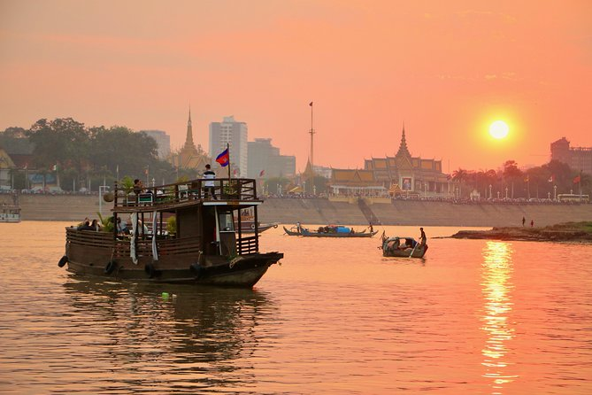 This tour is one hour and thirty minutes and will give you a great opportunity to explore the Mekong, Tonle Sap and Four Faces rivers, Diamond Island, Fishing village, stilted houses, lifestyle of the people who live along the riverbank and the city sunset.