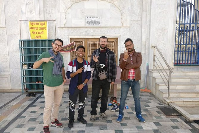 Experience authentic Pushkar on this amazing walking tour of the old town with our fun and entertaining storytellers.<br><br>This walking tour will give you a great induction of the city, its history, its vibrant culture, and its people with lots of wonderful stories about the city, fun facts and must do things in the city.