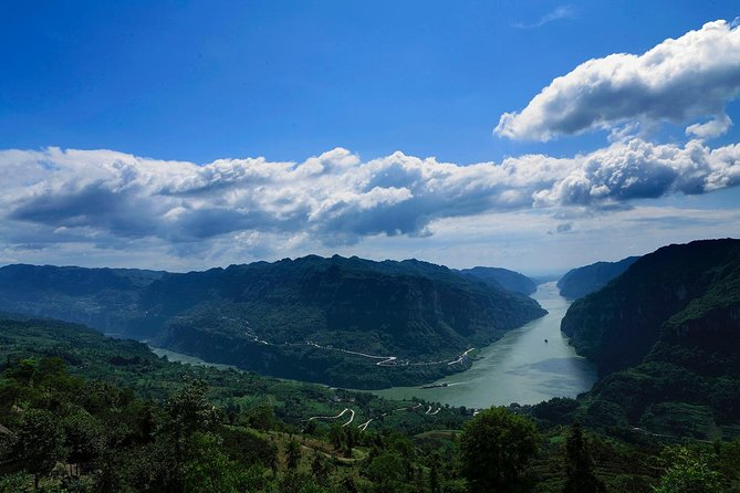 This one day tour is an ideal choice for those who do not have enough time to take a 3 or 4 nights Yangtze River cruise tours. It offers a four-hour scenic cruise in the morning, private tour to Three Gorges Dam in the afternoon, with lunch at a 4-star hotel, including all transfers.<br><br>07:30 Your personal guide will pick you up at Yichang hotel, and private transfer to Yichang Pier.<br>08:30 Set sail.<br>09:00 Sail through Gezhouba ship lock;<br>09:00-11:30 The cruise will sail through the Xiling Gorge, arriving at Sandouping Pier.<br>11:30-13:00 Transfer to the Three Gorges Project Hotel for lunch.<br>13:30-16:30 Three Gorges Dam tour.<br>16:30 Private Transfer from the Three Gorges Dam to Yichang downtown.<br>17:30 Arrive in Yichang downtown and drop off at your hotel. Service ends.<br><br>* The time schedule is subject to change according to the actual situation.