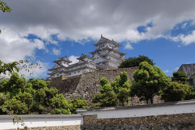 -Get insights into History of Himeji Castle from a local guide-<br>Discover its beauty and wonder. You will enter the castle and learn about its rich history as well as Japanese culture. Enjoy gazing outside its windows which offers a delightful view of the city.<br><br>-Venture into Kokoen Garden & Experience Japanese tea ceremony-<br>We'll head to the Kokoen garden where you can bask in the beauty of a Japanese style garden. Along the way, we will also stop by for a tea ceremony, you can try out Matcha(Japanese tea) and unwind while enjoying the surrounding nature.<br><br>-Enjoy the beautiful view of Himeji Castle from an observatory-<br>We'll head to an viewing observatory where you can view Himeji castle. Climb the steps and behold the beauty of Himeji castle, looking at a castle in the sky.<br><br>Magical Trip is a local tour operator with the TripAdvisor certificate of excellence that offers various types of small-group tours throughout Japan! Check out our Trip Advisor Page for more tours and our reviews!
