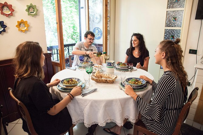 Local Market Tour and Dining experience at a local's home in Langhe, Langhe-Roero y Monferrato, Itália
