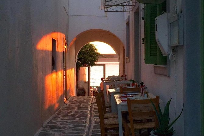 The most beautiful sunset walk, discovering the port town of Parikia, Paros and watching the breathtaking Mediterranean sunset by the Aegean sea. <br><br>This is a guided in-person tour.<br><br>Bring your own camera or smartphone for taking photos during the tour.
