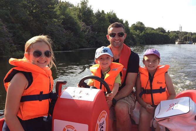 The only tour in Cardiff where you can hire your own boat for you and your family to enjoy the history and sights of Cardiff Bay.<br>