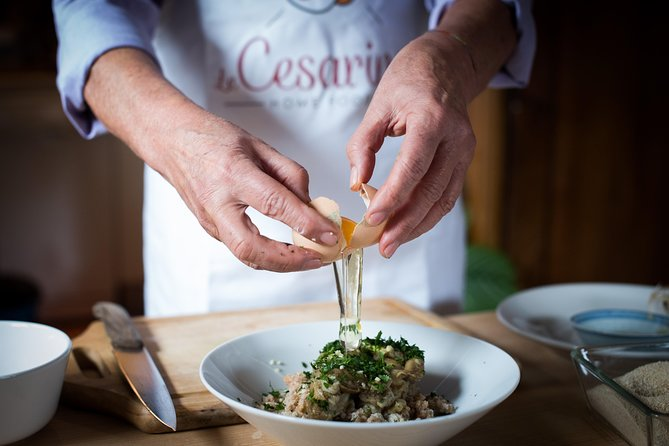 Private cooking class at a Cesarina's home with tasting at Lake Garda, Brescia, Itália