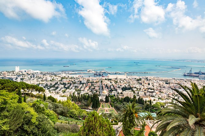 Go up north and discover the fascinating cities along the Western Galilee and the Mediterranean coast, each with its rich mix of natural beauty, ancient heritage and religious traditions - Haifa, Acre (Akko) and Rosh Hanikra.