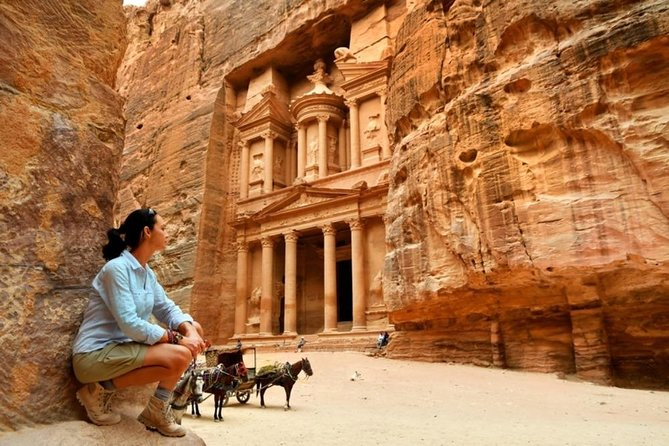Enjoy a guided tour of the 'lost city of Petra' (Including guiding and lunch), and the important highlights that this wonder of the world holds including the Siq, Obelisk Tomb, Calligraphy, Treasury, Tombs, Theater, Mountaintop Tombs.<br><br>*Eat an authentic Jordanian lunch at Arabic restaurant serve delicious local cuisine.<br>* Tour of Petra with live guide optional horseback ride<br>*Short panoramic tour of Aqaba(if time permits).<br><br>