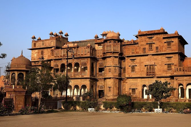 Hope on a great expedition that unfurls the decades old history of the city of Bikaner, perfectly preserved within its heritage buildings. Visit the famous Karni Mata Temple, Bhandeshwari Jain Temple, Sri Laxmi Nath, Junagarh Fort, Devi Kund, and the Sadul Singh Museum.