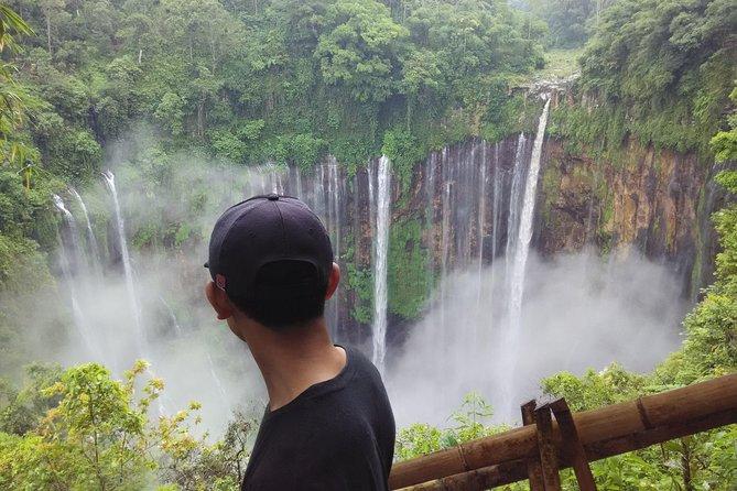 Pemandu wisata yang ramah dan informatif. Pengalaman berharga bersama kami mengunjungi air terjun yang sangat luar biasa