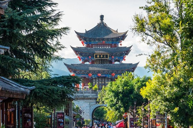 This tour is made for people who wants to experience the real local life and culture of Dali. You will visit the local residences in Xizhou, visit the local market and taste the local appetizers like Xizhou pan-baked bread. Moreover, you be taken to Erhai by horse cabin while sightseeing the local village and farms around. You will have a try on Dairy Fan in your lunch and then start a real life experience tour on those architect in unique Bai style and those local living quarters for Bai. While walking in Foreigner Street, you might have a different understanding in Dali and its life.