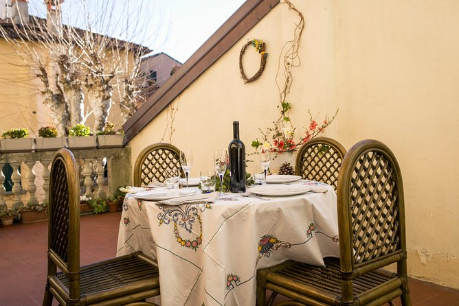 Dining experience at a local's home at Lake Garda with show cooking, Brescia, Itália