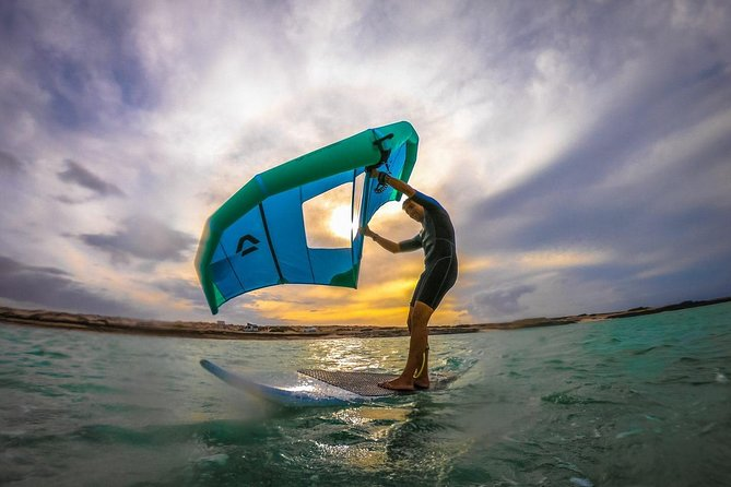 Wingsurf beginner lesson with paddle board, Fuerteventura, Espanha
