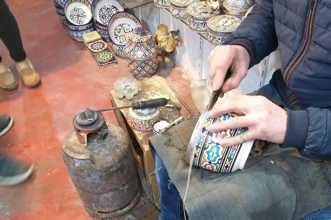 An official tour guide in Fes, Morocco, Fez, MARRUECOS