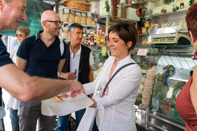 Small-group Street food tour in Vicenza, Vicenza, Itália