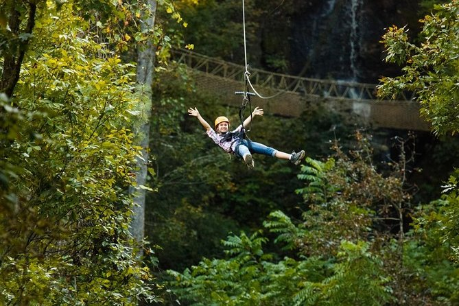 When you reserve a tour on the Waterfall Canopy tour you automatically get the Discover Foxfire Pass at no additional charge.