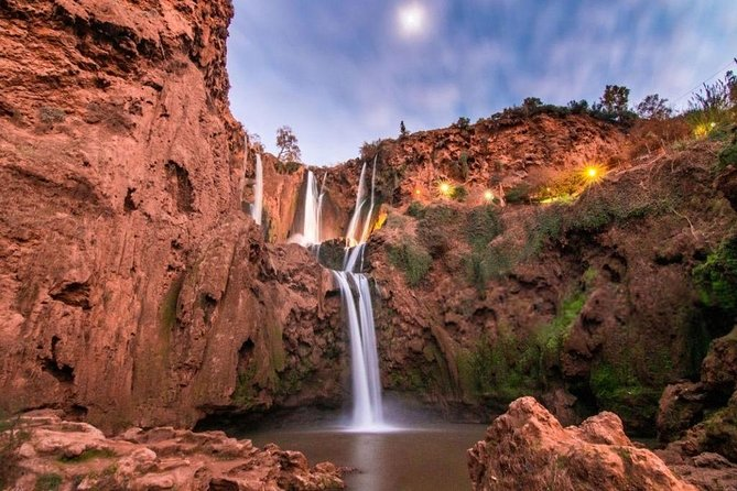 Our shared tour is organized in small groups not exceeding 17 tourists, to the Ouzoud waterfalls, one of the stunningly beautiful landscape spread in the Atlas Mountain and the highest falls in North Africa. It's a really majestic falls plunge 360 feet (110 meters) to the ground below and refreshing and rejuvenating sight.<br>The tour program contains ground services and take care of the tour details for you so you can enjoy your excursion with the group. The tour is very lively and economically advantageous because the costs are share