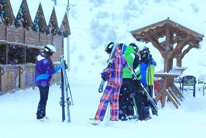 It is very enjoyable for winter lovers and winter games lover. You can do here skiing, snowtube, cable road.
