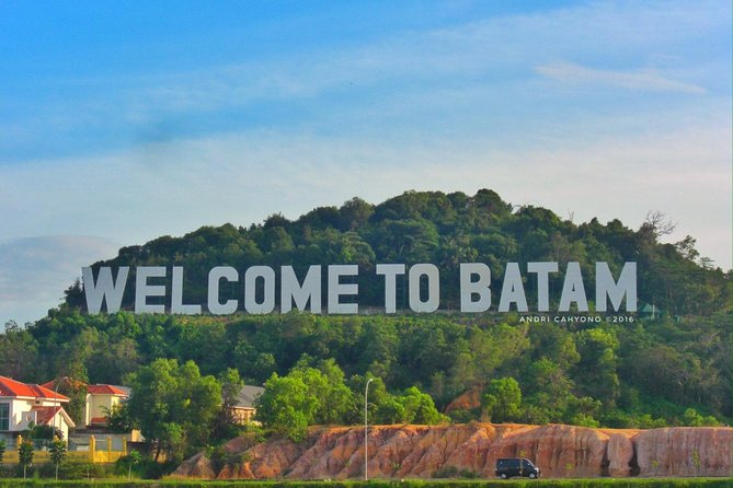 Batam is across the water just one hour from Singapore, so if you are looking for a weekend break to Indonesia then this is a great place to come. Explore a number of resorts, spas, restaurants and cafes and the nightlife here is lively with a good range of choices if you are looking for some entertainment in the evenings.<br><br>Hightlights:<br> • Enjoy relax and get away at one of the most popular tourist destinations in Indonesia <br> • A Traditional Indonesian massage is included to complete your Indonesian experience!