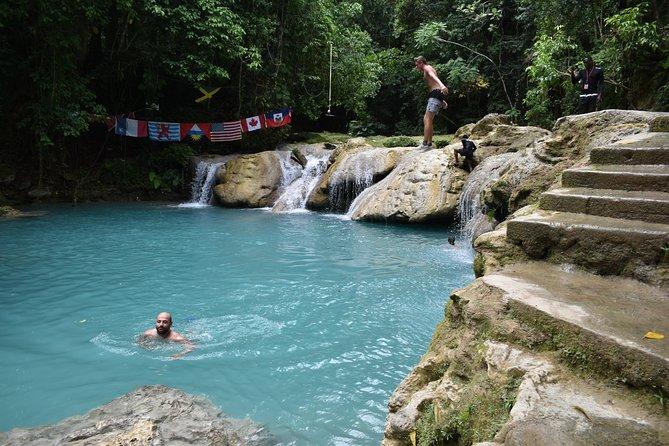 Viagem diurna a Blue Hole e Secret Falls e compras saindo de Runaway Bay, Runaway Bay, JAMAICA