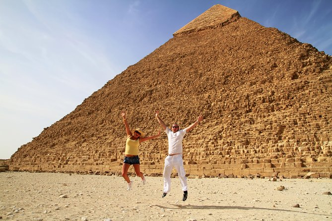 Tour Cairo for 2 days from Eilat. <br><br>Tour the city, the pyramids, the sphinx, the Egyptian Museum, the Old City of Cairo, Sakkara and the Pyramids. <br><br>Tour the Egyptian Museum with a professional licensed guide. <br><br>Private and hotel upgrade options available depending on option selected.