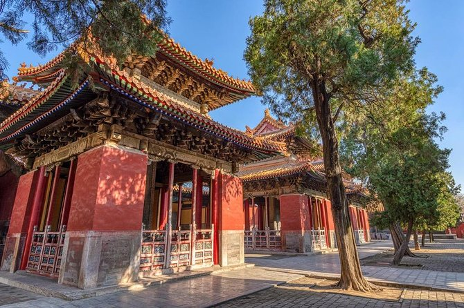 Qufu is best known as the hometown of Confucius.You will visit three World Cultural Heritage sites-Confucius Temple, Confucius Family Mansion and Confucius Cemetery in this one-day private tour.<br>Local lunch, entrance fees, professional tour guide service are inclusive.<br>
