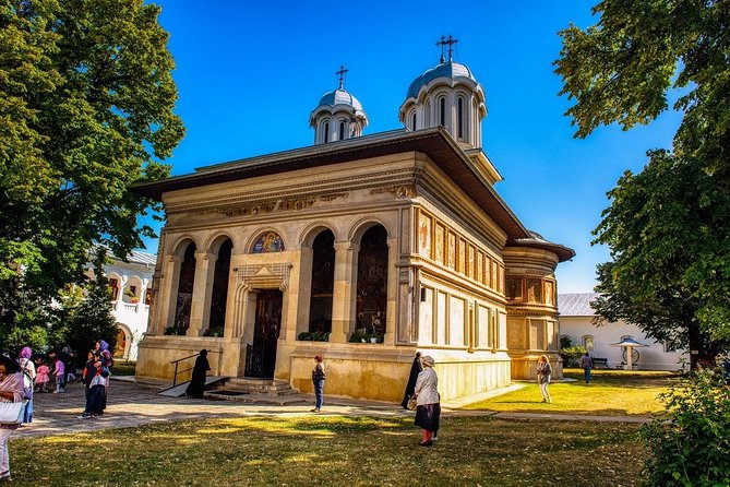 Small Group Tour to Mogosoaia Palace Snagov and Caldarusani Monasteries from Bucharest, Bucarest, RUMANIA