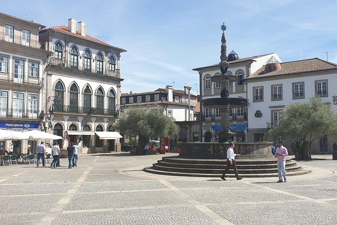 Ponte de Lima and Viana do Castelo Small Group Tour with Lunch and Wine Tastings, Braga, PORTUGAL