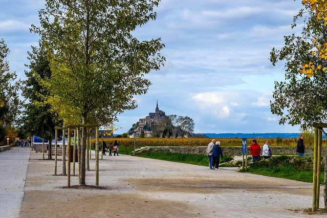 **Navette Plus Cruise Services **MONT SAINT MICHEL NON GUIDED TOUR**<br><br>-Above mentioned prices is per car (7 persons max)<br>-Private transfer from/to Le Havre or Honfleur ports and nearby hotel<br>-Comfortable and airconditioned minivan<br>-Customized tours possible<br><br>The Mont Saint Michel is the second most visited site of France after Paris, with over 3 million visitors per year. This abbey between sky and sea is an absolute must have seen for people visiting France. Come and discover this masterpiece of French heritage, from the medieval village to the abbey, and enjoy the wonderfull view from the top. If you are lucky, you might witness the high tide coming up in a single wave surrounding the mont at the speed of a running horse.