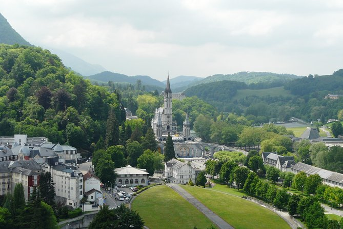 You wish to know the story of Lourdes in details, with its culture and its spiritual inheritance, this is the right guide for your and your companions. A full day it's the best option to know every aspect of Lourdes and to experience the spiritual atmosphere with the help of a Local Professional Guide.