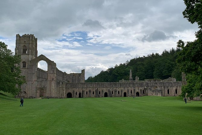Yorkshire Dales and Fountains Abbey Small-Group Day Trip from York, York, ENGLAND