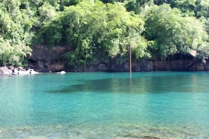 Buccament Bay beach give travelers the choice of taking a swim on a white or black sand beach. Travelers also have the opportunity to kayak around to the Bat Cave.