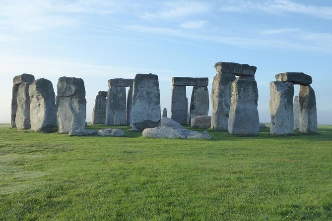 Enjoy a private guided tour around one of Britain's most famous icons, Stonehenge. Fast-track pre-booked admission is included. This half-day tour gives you plenty of time to explore the ancient prehistoric monumentand includes private transportation to and from Bath. You can choose either a morning or afternoon tour.