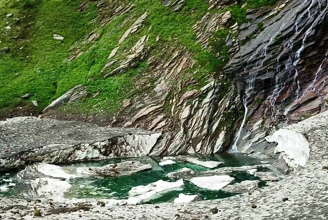 Beas Kund Trek is a great easy trek for beginner, and this trek is also possible in weekend and trek will take you to source of beas river thru the Himalayan mountains.