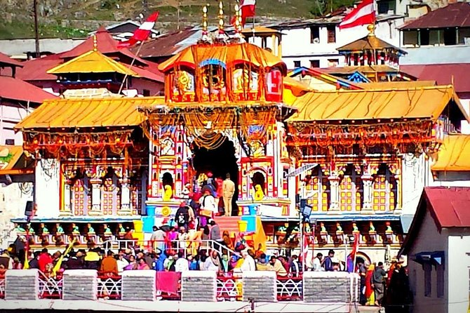 Special Arrangement:<br>Tour start Aarti (Shubh Arambh Aarti)<br>VIP Entry in Badrinath (If needed)<br>We are Chardham Specialist since 2000. and with the best rates and services, we have successfully satisfied more than 2800 guests last year.