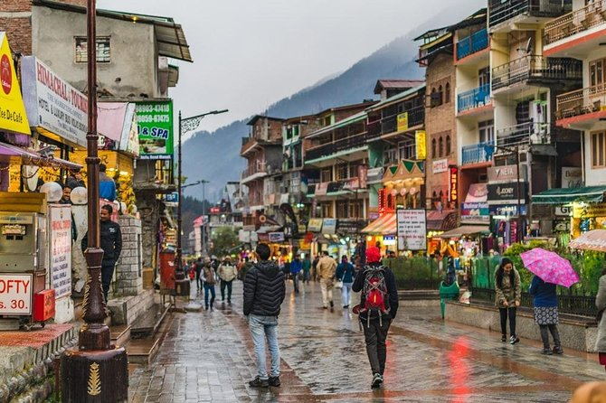 Located at the banks of the Beas River, Kullu valley is home to the picturesque towns of Kullu and Manali.