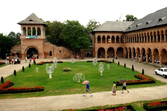 Bucharest surroundings: Snagov Monastery and Mogosoaia Palace, Bucarest, RUMANIA