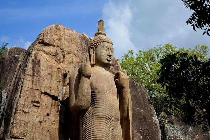 Your Friendly Driver will Meet in Hotels in Polonnaruwa and Start your Journey around 0600 Hrs .After 02<br>Hours Journey you will reach Your First Leg of your tour,Aukana.Later you will visit The ancient city of<br>Anuradhapura,Ruwanweliseya,Sri Mahabodi.