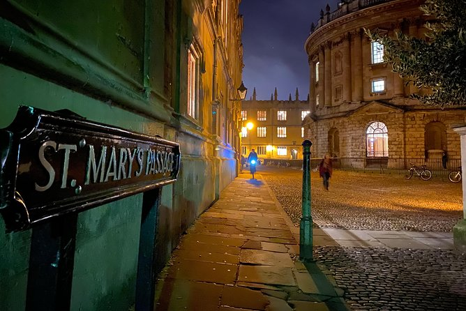 Join me on a private tour around three of the most interesting and historic pubs in the world, to see where so many famous figures of the past have spent their student loans. Enjoy a few drinks and relax on this evening of fun and merriment. <br><br>Group size is flexible. £40 for up to 4 people; £10 per additional person. Drinks not included.