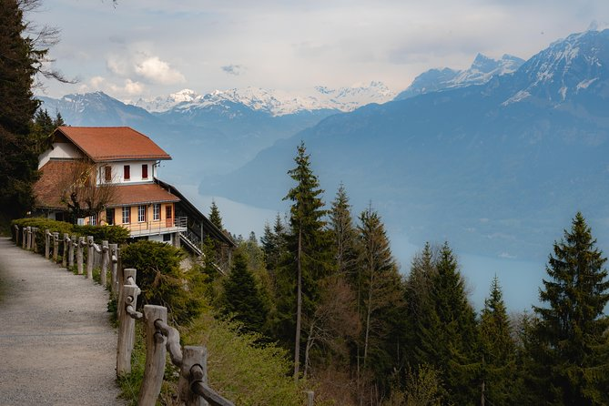 The Instagrammable Places of Interlaken with a Local, Interlaken, SUIZA
