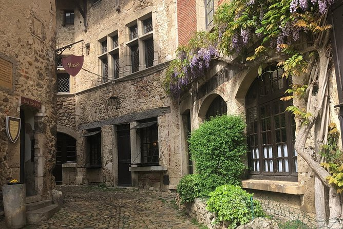 """Travel back in time with this historical itinerary. Listed as one of the Most Beautiful Villages of France, the medieval town of Pérouges transports you back to the time of knights thanks to its perfectly preserved setting. With the traditional Pérouges """"galette"""" it is also an essential stopover for regional specialities.<br><br>Built on a hill overlooking the plain of Ain and the Rhone, just a few kilometres north-east of Lyons, Pérouges is a typical medieval village that enjoys an extremely picturesque setting. It is a genuine film set that has been used in many films. With its two fortified walls and its fortified doors, the village will delight you by its authenticity. When visiting its streets paved with pebbles, you will discover an exceptional architectural heritage. Follow the guide to admire some of its 24 listed monuments. During the visit, a gourmet break will offer you the chance to taste the traditional Pérouges """"galette"""" in the 18th century Hostellerie."""