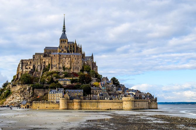 Full Day Tour focus on Mont St Michel from Bayeux with a National guide, Bayeux, FRANCIA