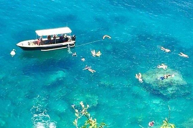 2 Hour Snorkel Tour <br><br>Departures at 11 am and 2:30 pm every day<br>- Visit the coastline of the Reserve Cousteau with its wild coves and volcanic cliffs<br>- Go snorkeling and swimming at the Japanese Garden<br>- Snorkeling and swimming at the Coral Garden, at Pigeon Islands<br>- Snorkeling and swimming at the Turtle Garden (observation of green turtles).<br><br>2 heures de plongée avec Palme Masque & Tuba<br><br>Départs à 11h et à 14h30 tous les jours<br>- Visitez le littoral de la réserve Cousteau avec ses criques sauvages et ses falaises volcaniques<br>- Faire de la plongée et nager dans le jardin japonais<br>- Plongée en apnée et baignade au Coral Garden, aux Pigeon Islands<br>- Plongée en apnée et baignade au jardin des tortues (observation des tortues vertes).