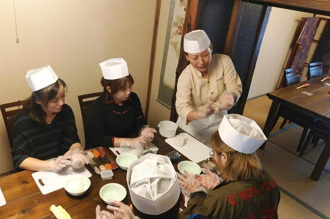 You can experience sushi-making using freshly caught seafood in the seaside town Hakodate.<br>Enjoy a satisfying lunch of sushi you made, with a soup dish and Chawanmushi (savory egg custard).<br>For a souvenir, take home the sushi chef's cap you wear during the experience.<br><br>・Learn how to make sushi from a professional chef using fresh ingredients from the seaside town Hakodate<br>・With the careful and professional lecture, even beginners can try with confidence<br>・Lunch includes a set of sushi, a soup dish, and Chawanmushi (savory egg custard)<br>・Take home the sushi chef's cap you wear during the experience as a souvenir<br>・The experience takes place in a popular area of Hakodate