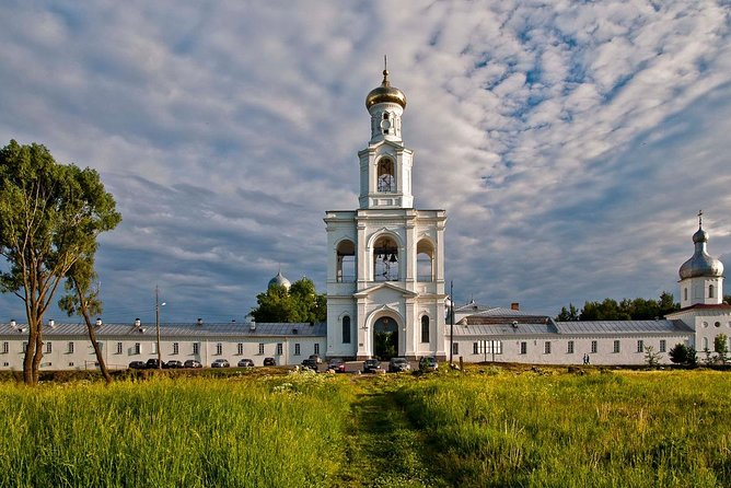 In this tour you will get acquainted with a part of Russian history by visiting the St. George (Yuryev) Monastery and the Vitoslavitsa Museum of Folk Wooden Architecture.