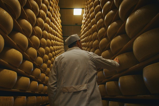 Parmigiano-Reggiano Cheese Factory Small group Tour From Parma, Parma, ITALIA